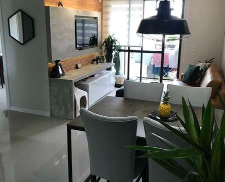 Sala de estar e espaço gourmet integrados